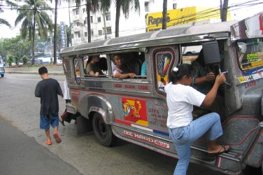 womens-guide-commuting-manila